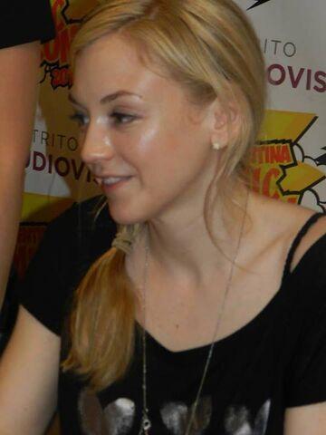 File:Emily in comic or walker con so beautiful.jpg