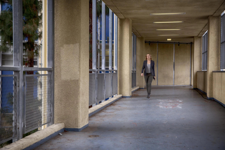 File:Paul R. Williams High School (Corridor).jpg