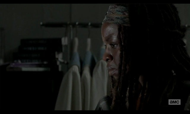 File:5x02 Michonne Wondering.png