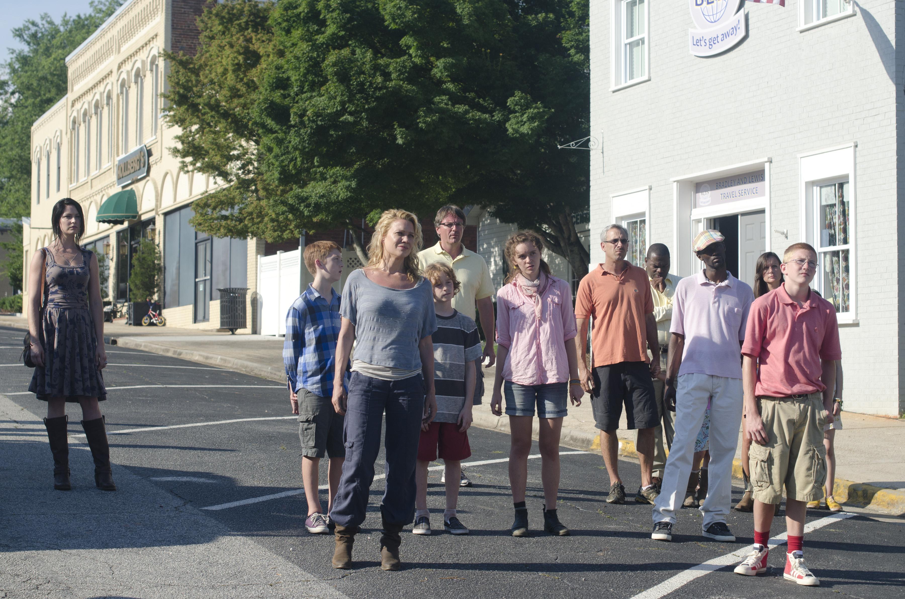 File:Woodbury survivors 2 (Walk With Me).jpg