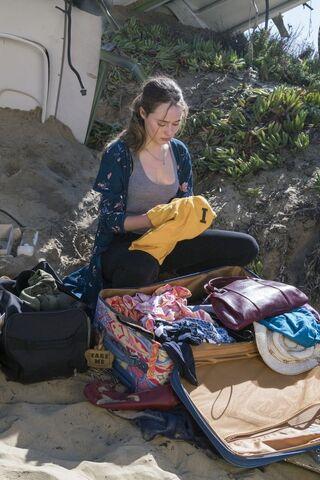 File:AMC 203 Alicia searches.jpg