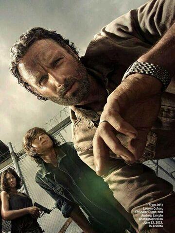 File:Rick, Carl, and Maggie (Season 4).jpg