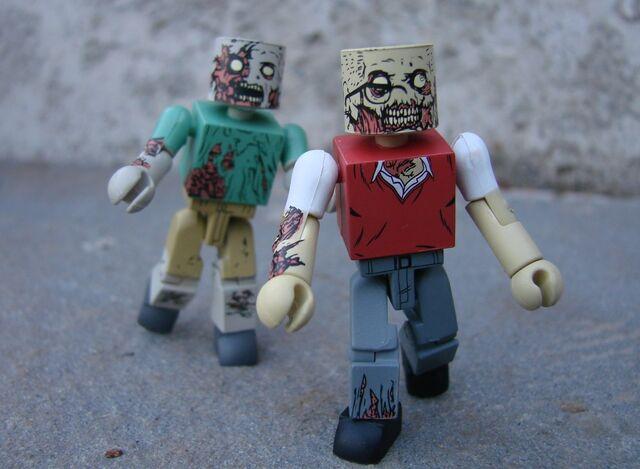 File:Walking-Dead-Mini-Amazon-02.jpg