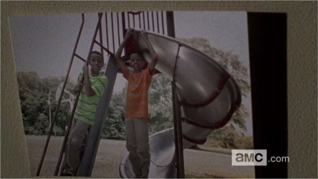 File:5x09 Noah With His Brother 3.png