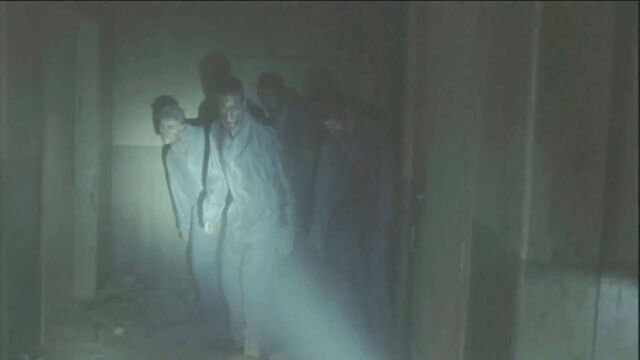 File:Prison-zombies-walking-dead-season-3.jpg
