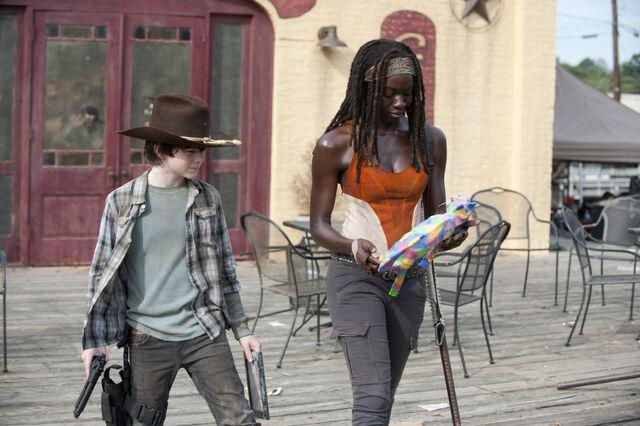 File:Walking-Dead-312-bts-b.jpg