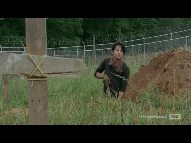 File:Glenn digging Graves.jpg