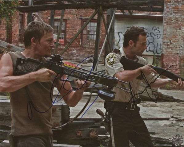 File:Andrew Lincoln & Norman Reedus autographs.jpg