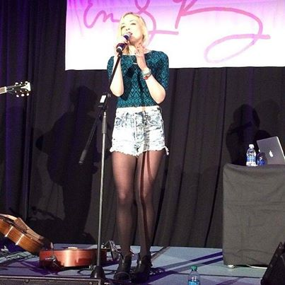 File:Emily Kinney on stage with her personal signature so cool.jpg