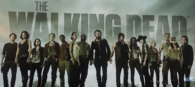 File:Season 5 cast banner.jpg