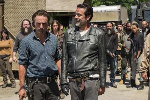 File:704 Negan enters Alexandria.jpg