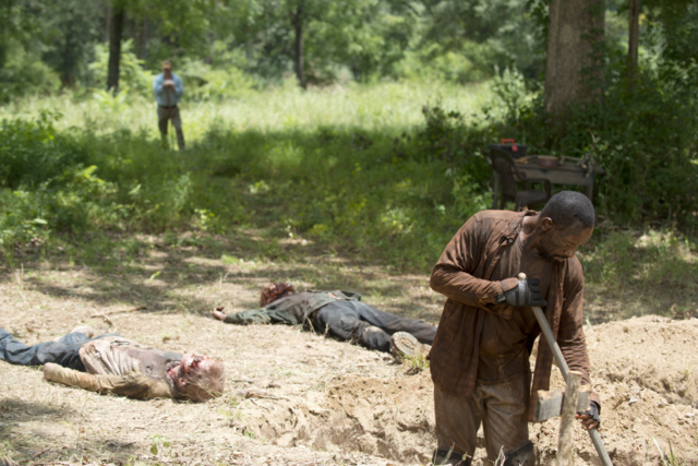 File:AMC 604 Morgan Digging Grave 1.png