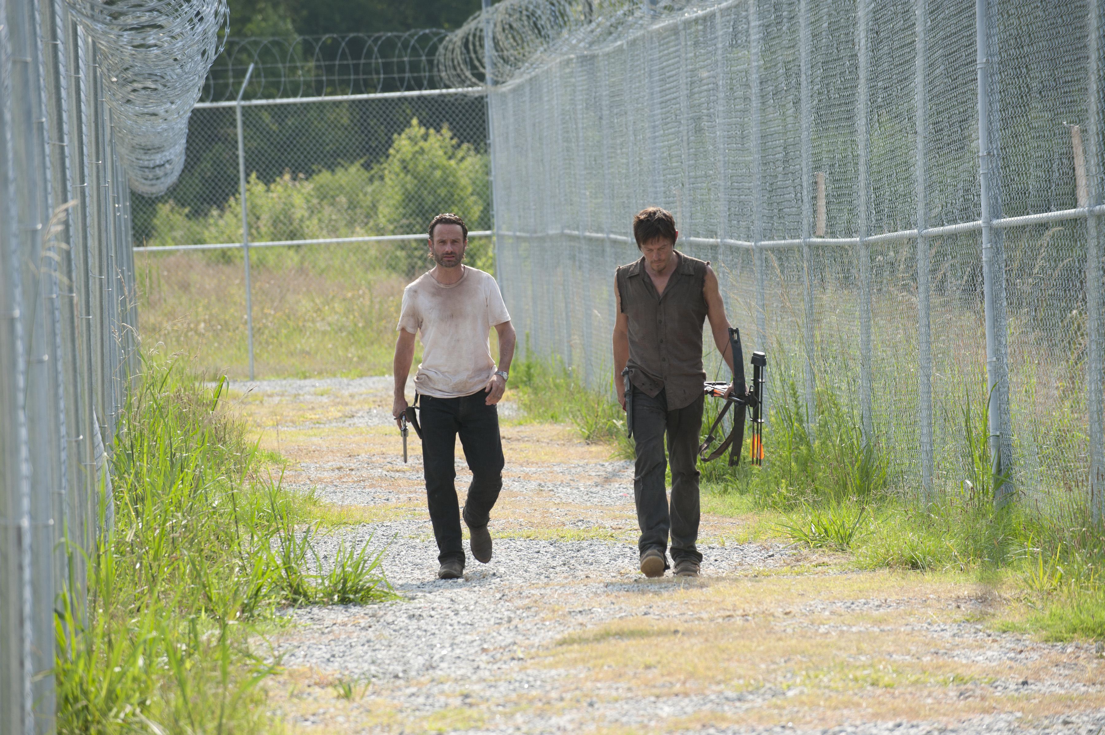 File:Ep 4 Rick and Daryl Patrol.jpg