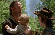 TWD08-Rick-Judith-e-Carl