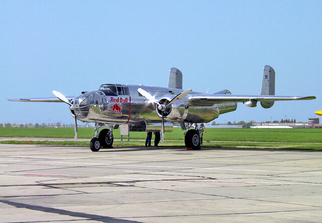 File:North American B-25 - ILA2002-01.jpg