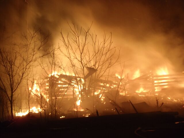 File:Barn on fire.jpg