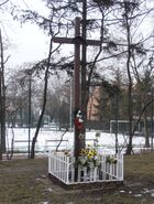 Puławska (krzyż obok nr 300)
