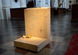 Epitafium księdza Jana Twardowskiego w Kościele Wizytek.JPG