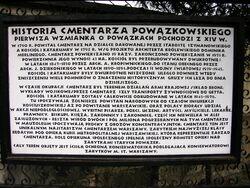 Tablica historia Cmentarza Powązkowskiego przy wejściu.JPG