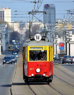 Tramwaj linii W na moście Poniatowskiego