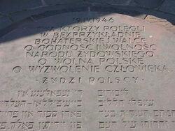 Napis na pierwszym Pomniku Bohaterów Getta