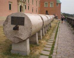 Kolumna Zygmunta (obalone kolumny).JPG
