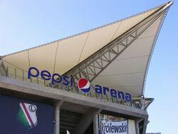 Nowa nazwa stadionu - wejście nad trybunę zachodnią.JPG