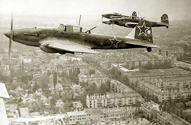 File:Il-2 over Berlin 1945.jpg
