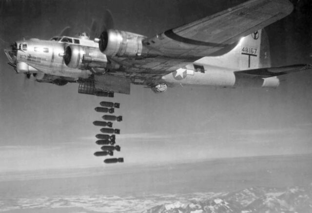 File:B-17G dropping bombs.jpg