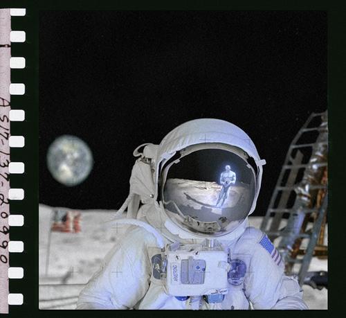 File:Manhattan on the moon.jpg