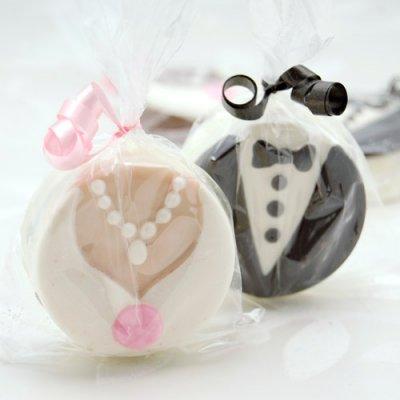 File:Bride-and-groom-chocolate-covered-oreo-cookies-400.jpg