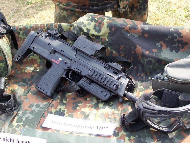 File:M77A1 Maschinenpistole.jpg
