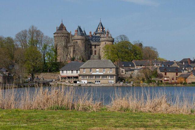 File:Chateau de Combourg.jpg