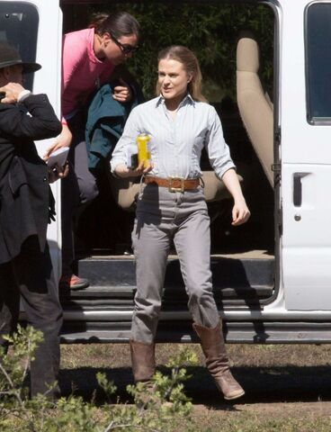 File:Evan-Rachel-Wood--Arriving-to-the-Westworld-set--12-662x863.jpg