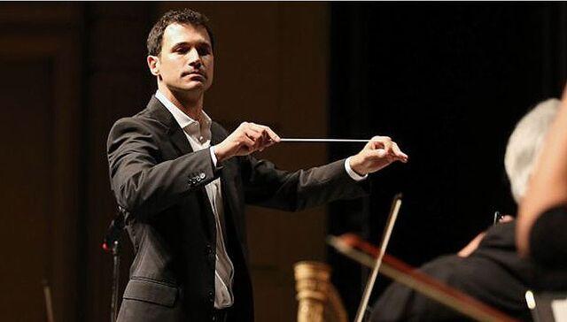 File:Ramin Djawadi conducting.jpg