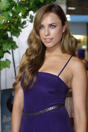 Jessica McNamee 3