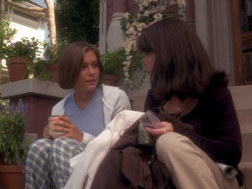 File:Phoebe explains to piper about melinda warren.jpg