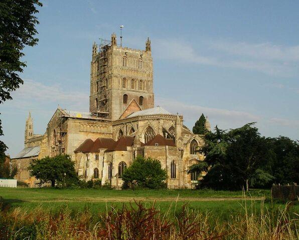 Plik:Tewkesbury abbey.jpg