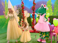 Dorothy,FairiesLarissaandLucia