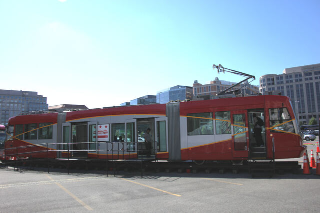 File:DC Streetcar - rollout - 2010-05-05 a.jpg