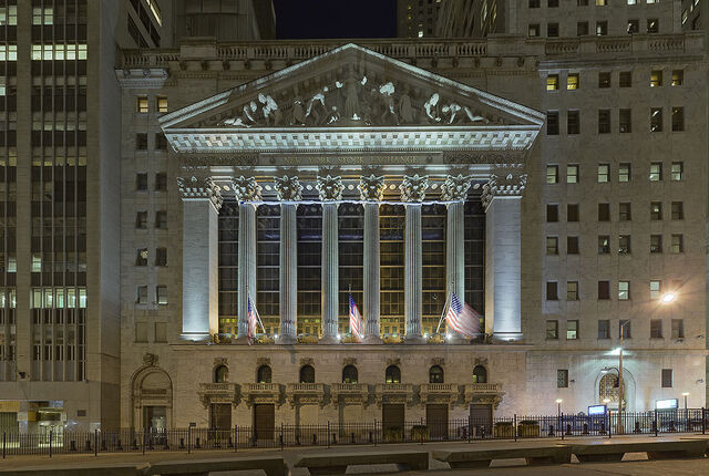 File:2008-03-Wall-Street-frontal-flat-700.jpg