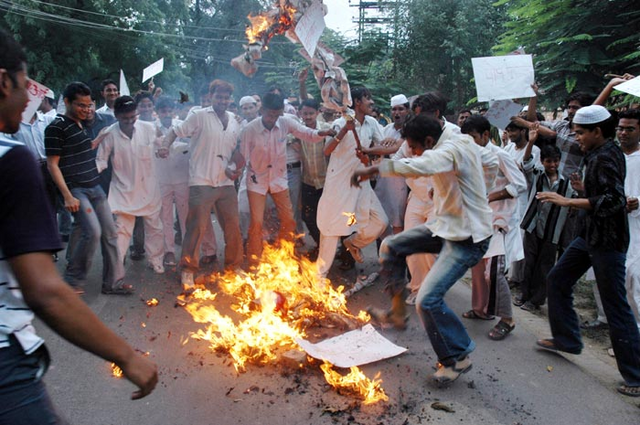 File:Popeeffigy 700x405.PNG