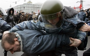 RussianPoliceDetainProtester