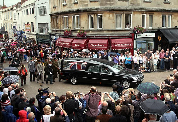 File:HarryPatchFuneralProcession8-6-2009.jpg