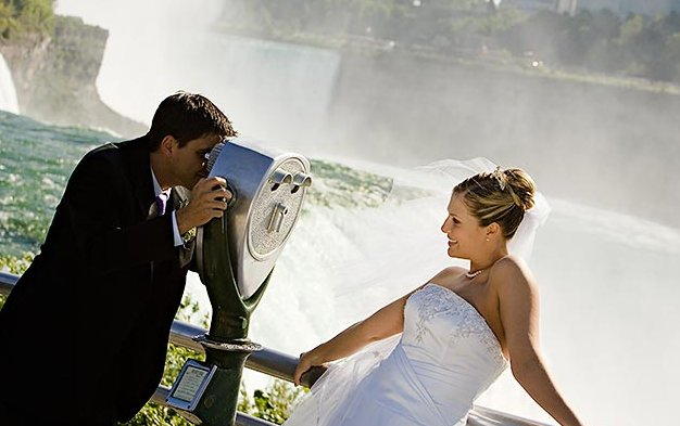 File:WeddingNiagaraFalls.jpg