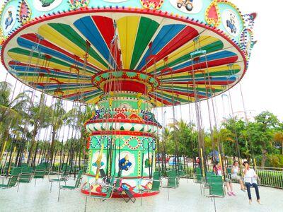 Baishamen Park - amusement park - swing ride - 01