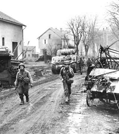 File:American infantry of the 378th Infantry Regiment entering Metz, November 17, 1944.jpeg