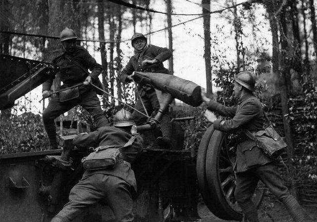 File:French Artillery Crew, 1940.jpg
