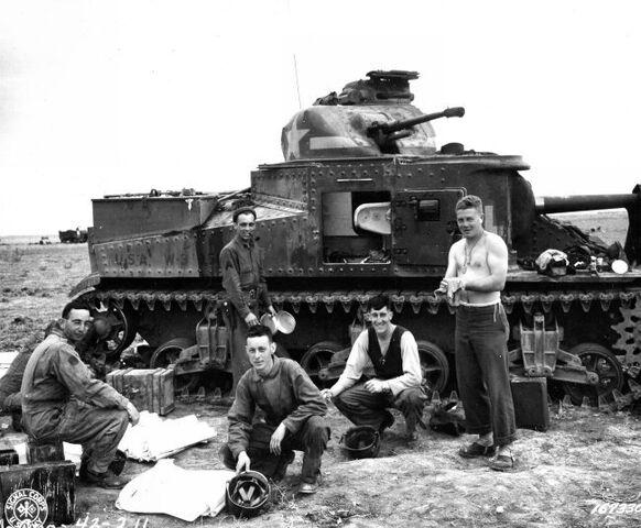 File:M3 Lee, North Africa 1942.jpg