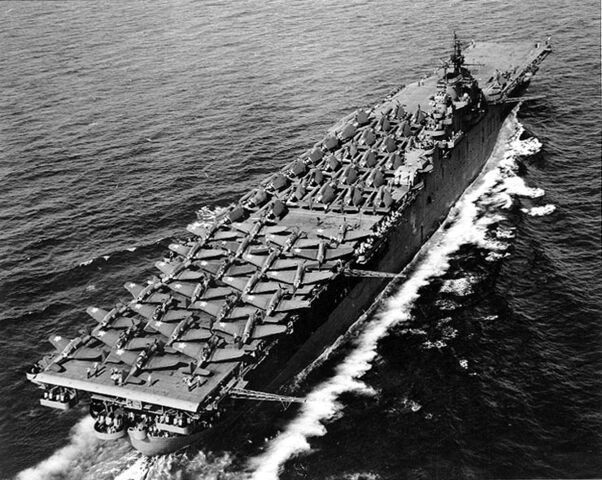 File:USS Essex (CV-9) - May 1943.jpg
